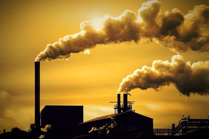 Chất thải từ các khu công nghiệp, các nhà máy và xí nghiệp là nguyên nhân ô nhiễm môi trường
