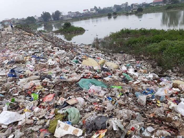 Chất rắn chưa qua xử lý cũng là một trong những nguyên nhân gây nên ô nhiễm môi trường