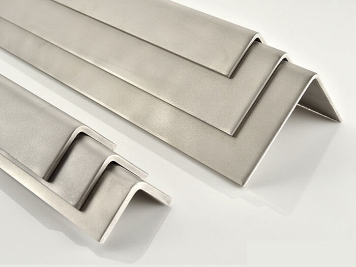 Thép không gỉ chính là inox. Inox chỉ là 1 tên gọi khác của thép không gỉ, dùng để phân biệt rạch ròi giữa thép thông thường và thép không gỉ.