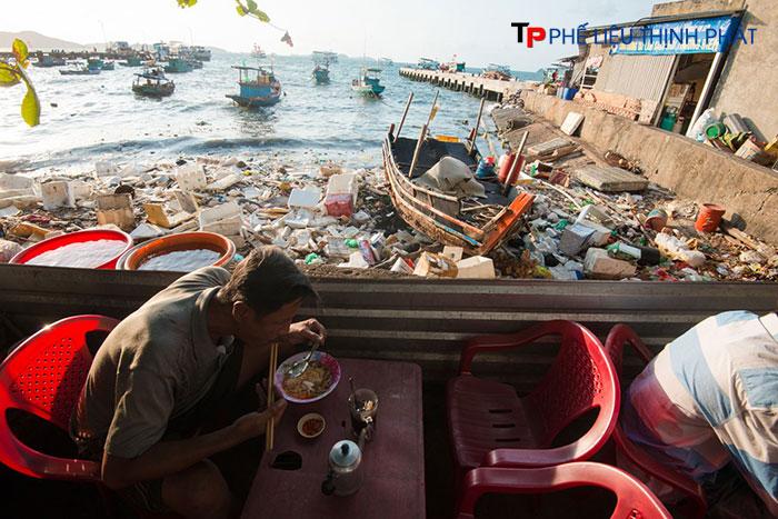 Rác thải nhựa thực sự nguy hiểm đến sức khỏe của con người nếu không tìm ra phương án xử lý phù hợp và triệt để
