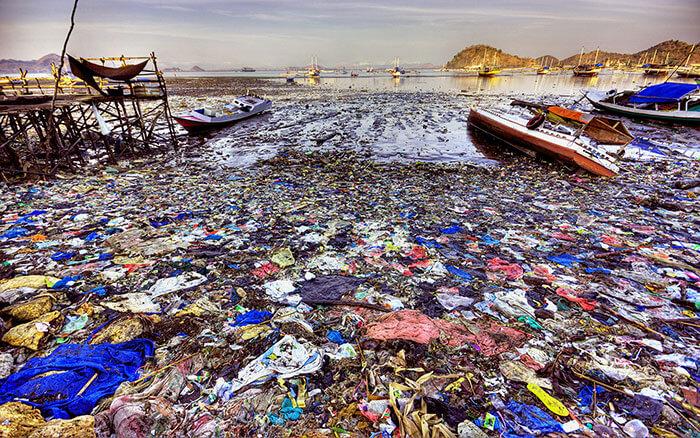 rác thải nhựa ngập tràn trên biển