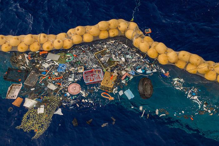 có quá nhiều đồ dùng bằng nhựa được vứt ra đại dương bao la