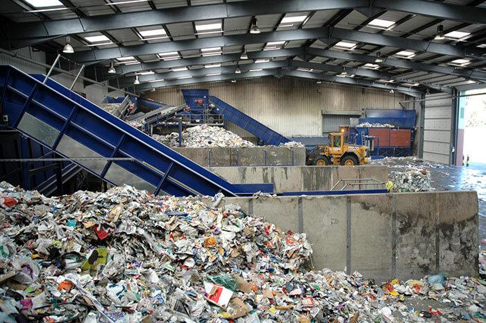 Một nhà máy chuyên xử lý và tái chế rác thải