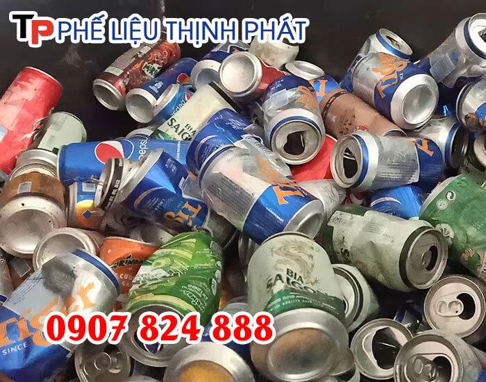 Số lượng vỏ lon bia, vỏ lon nước ngọt cũ thải ra hàng ngày là rất lớn