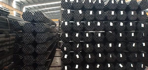 Thép đen có thể kết hợp với nhiều loại sắt thép khác trong các công trình xây dựng